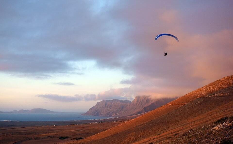 panorama rouge montagnes lanzarote parapente où partir en hiver