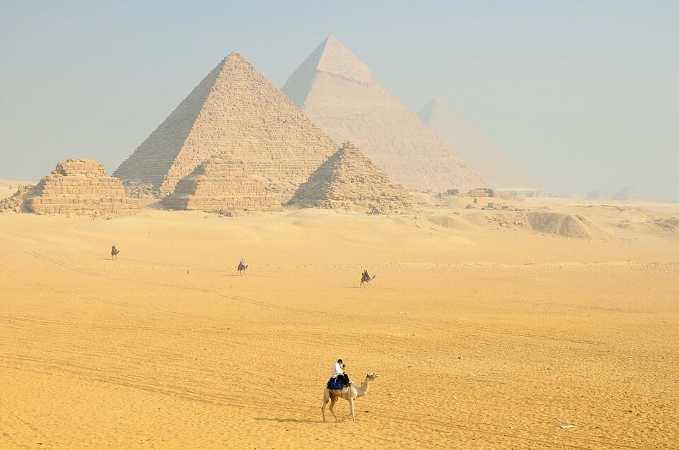pyramide louxor egypte pays chauds en janvier