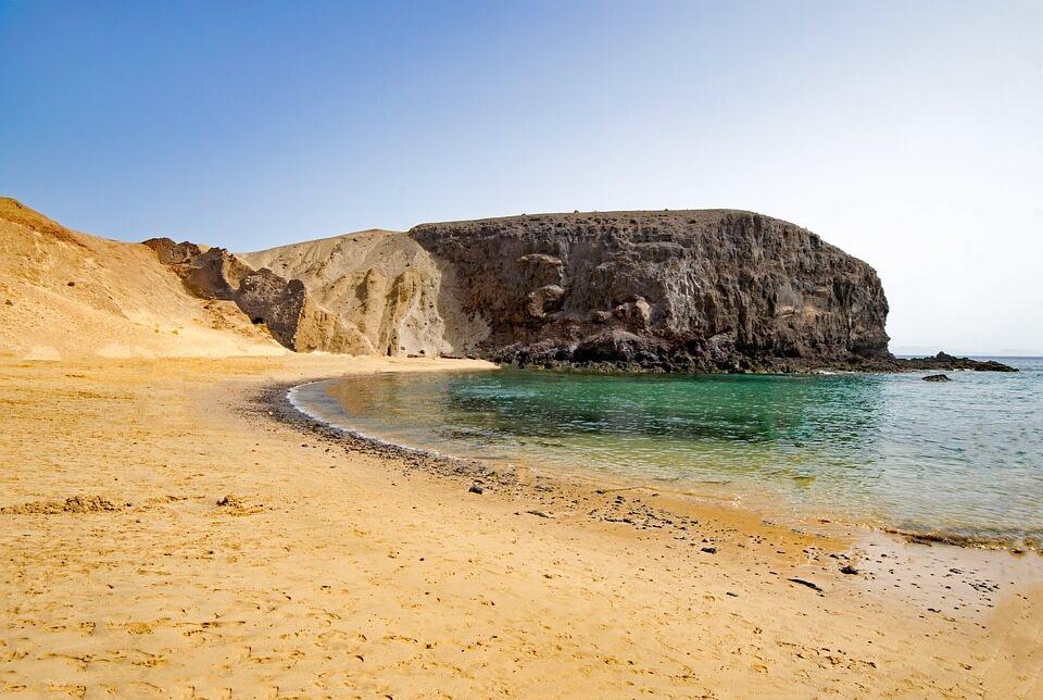 plage de papagayo sable blanc roche lanzarote ou fuerteventura
