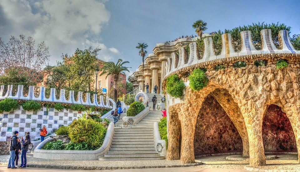 escaliers grotte coloré parc guell barcelone Croisière en Méditerranée