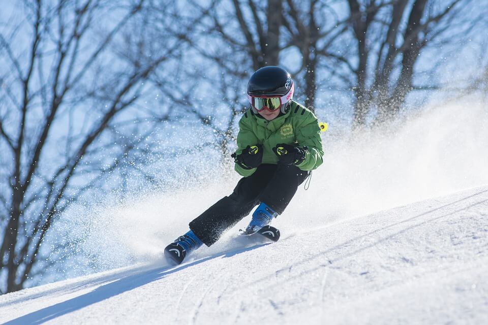 skieur enfant neige descente où partir en hiver