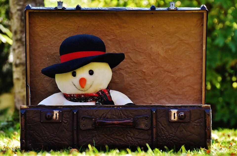 valise bonhome de neige prague en hiver