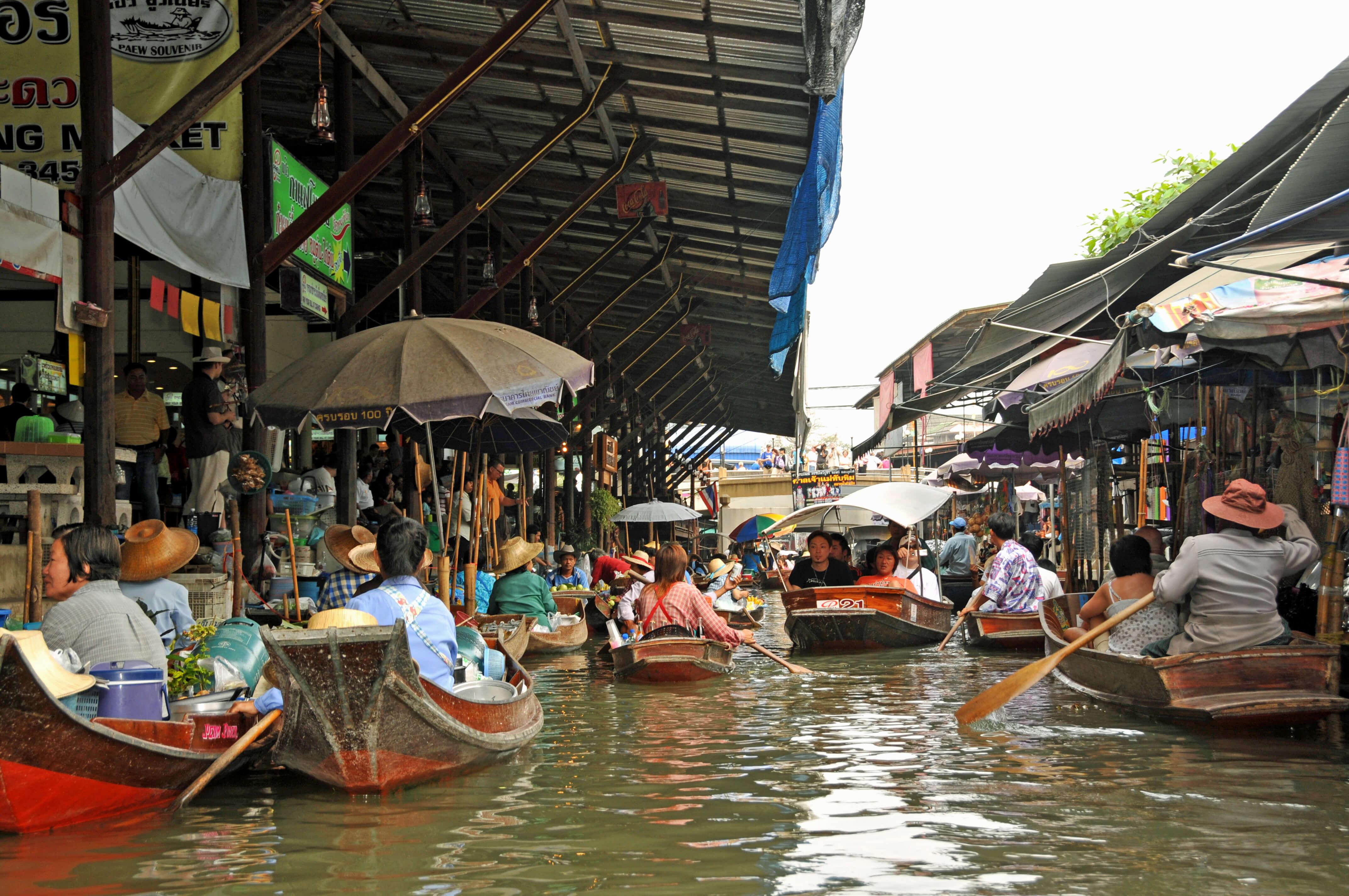 Que faire à Bangkok pour la découvrir dans toute son authenticité ? Pensez à vous offrir l'une des plus belles balades sur le fleuve Chao Phraya et sur les klongs.