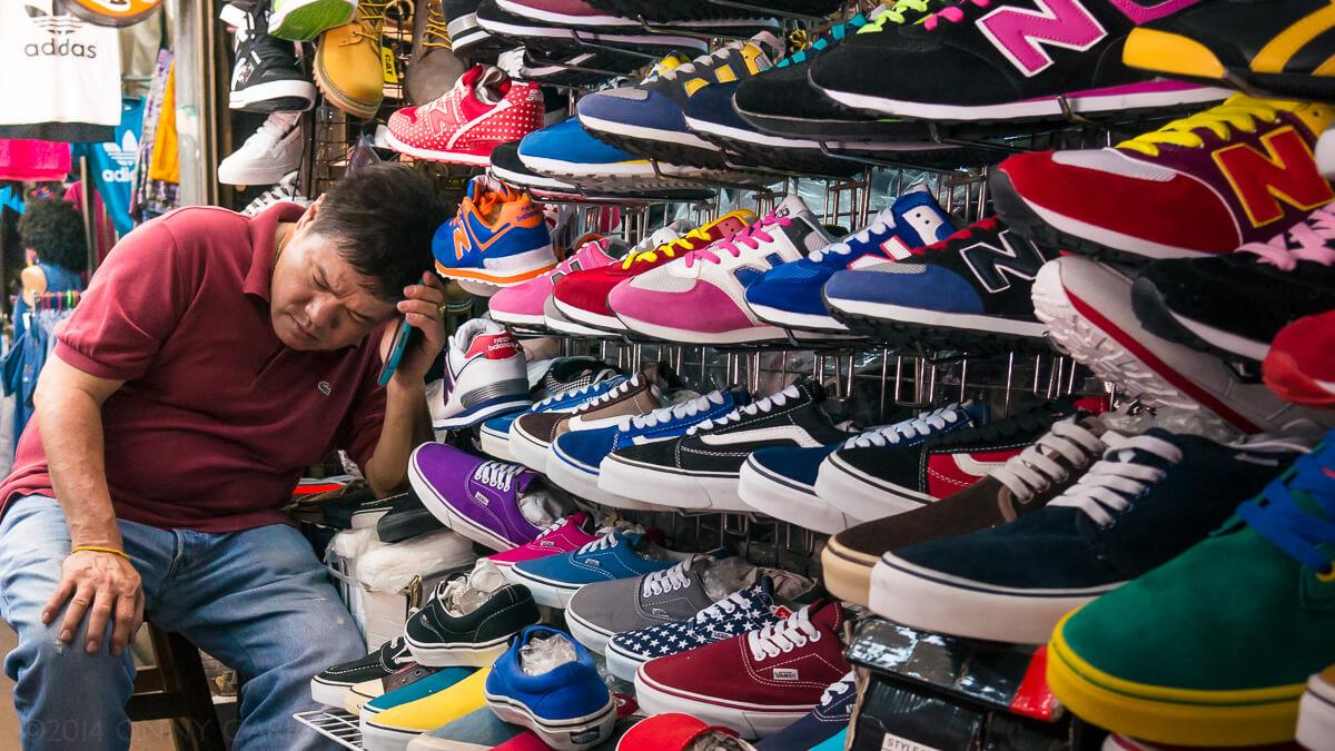 Chatuchak, le plus grand marché de Thaïlande, avec ses 15 000 stands, vous offre un large choix de souvenirs de voyage.
