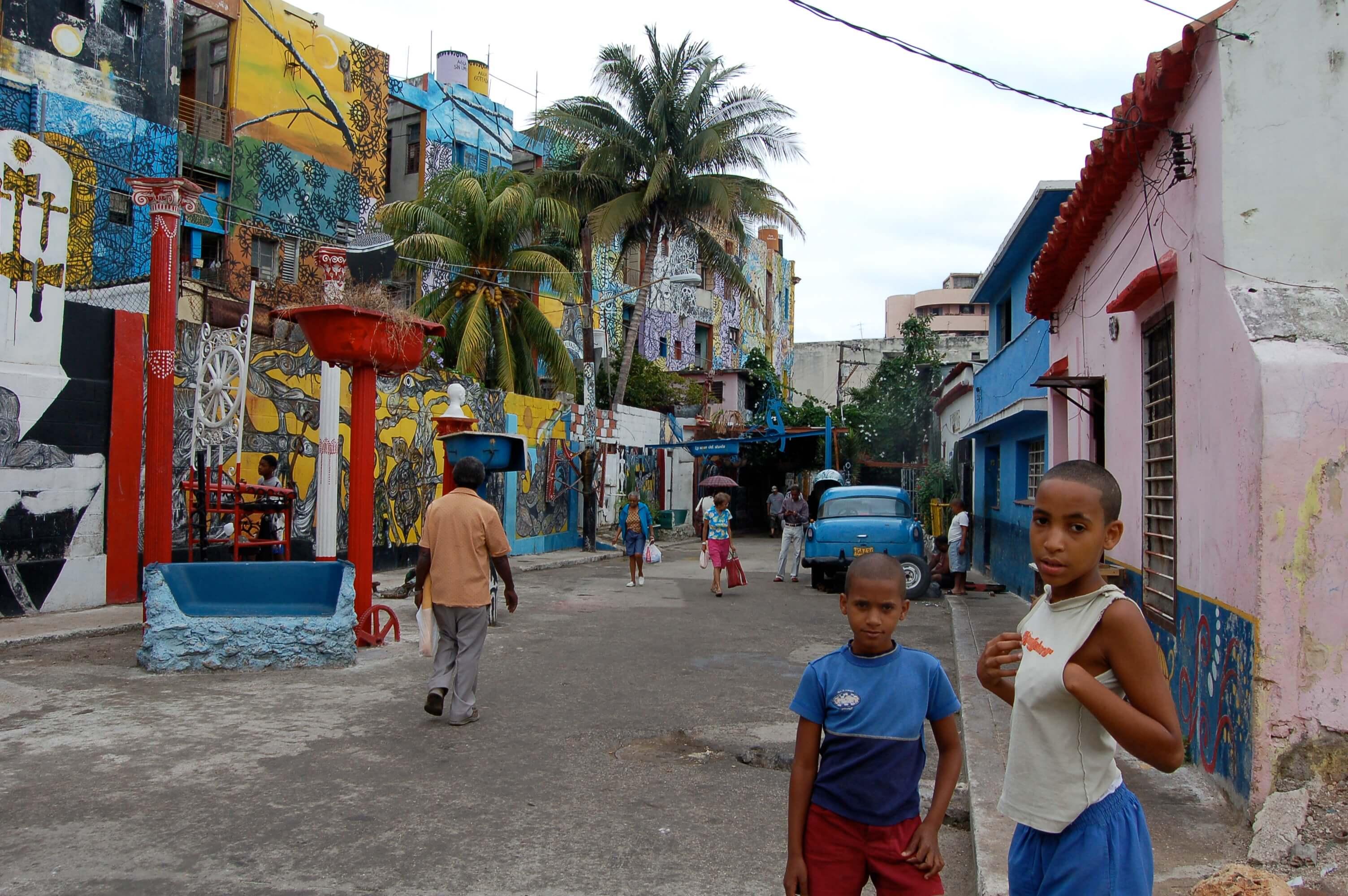 La rue de callejon de Hamel, unique en son genre, est fréquentée par les locaux qui y chantent et dansent jusqu'à l'aube.