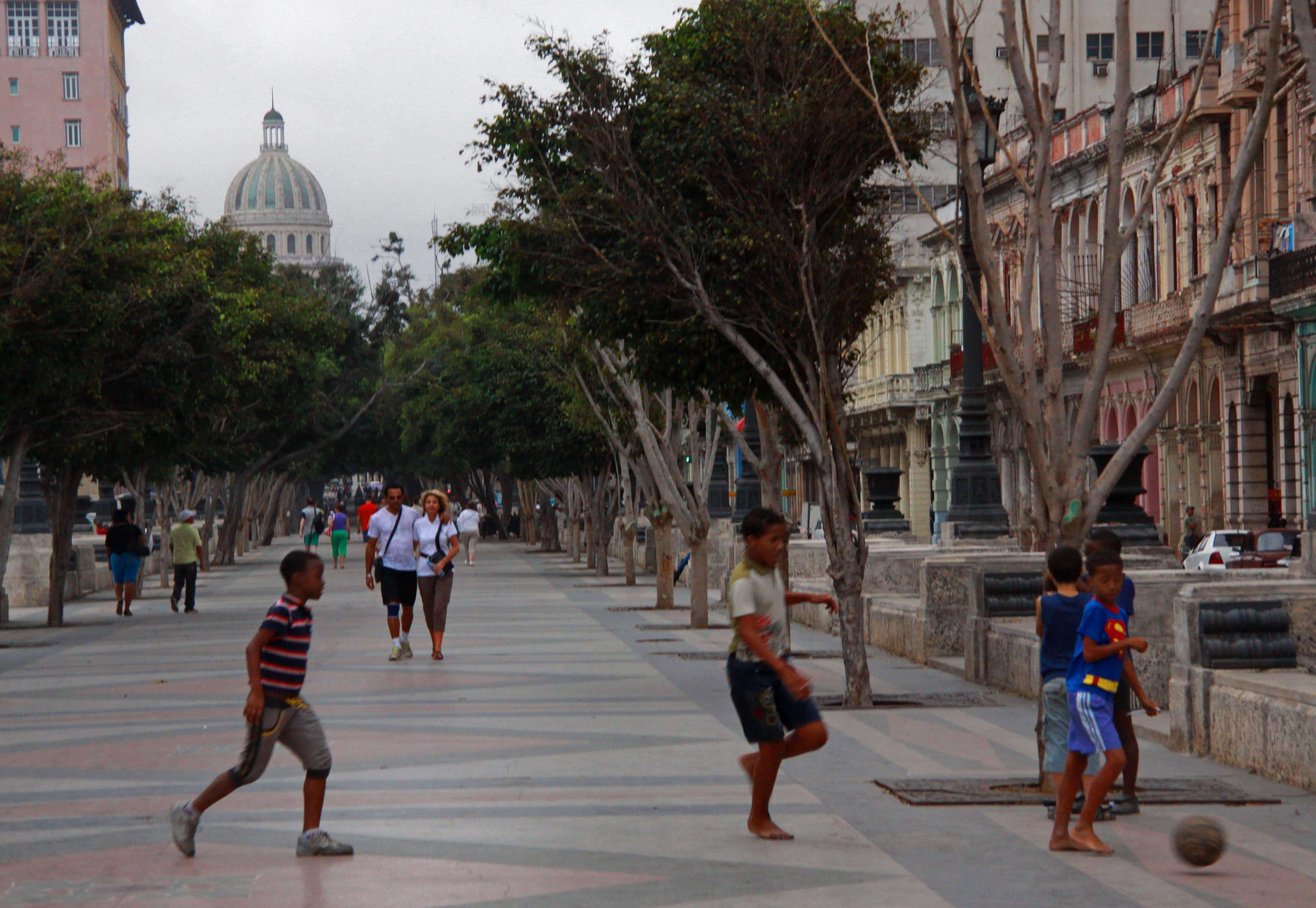 Que faire à la Havane en premier ? Flâner dans le quartier de Centro Habana, incontournable pour tout visiteur, souhaitant connaître La Havane.