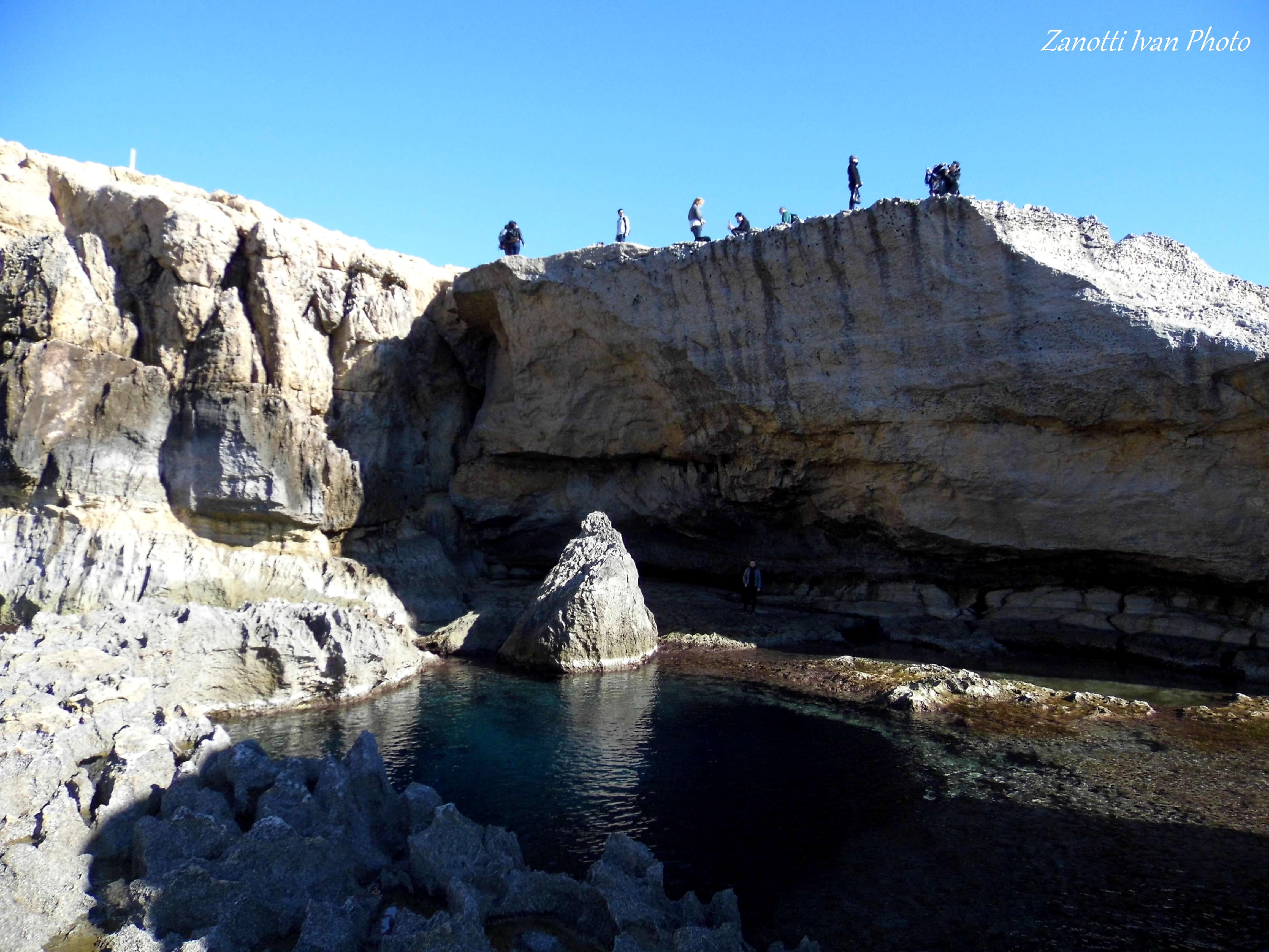 L'itinéraire sur l'île de Gozo, figurant parmi les meilleures randonnées à faire à Malte, permet de contempler l'horizon et la mer scintillante.
