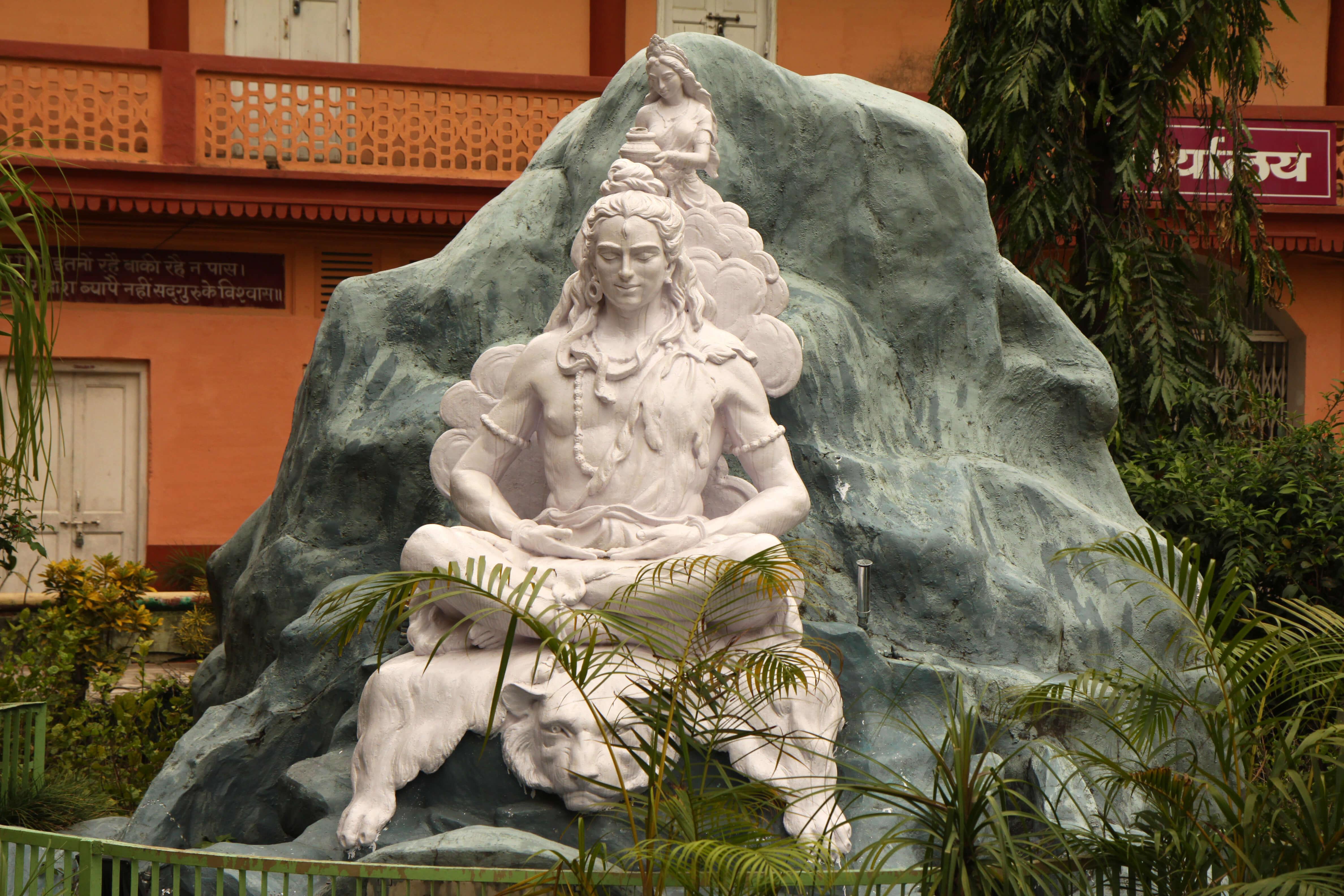 Quoi de plus authentique qu'une retraite, située aux portes de l'Himalaya pour faire un stage de Yoga en Inde ? C'est le cas de l'ashram Parmarth Niketan.