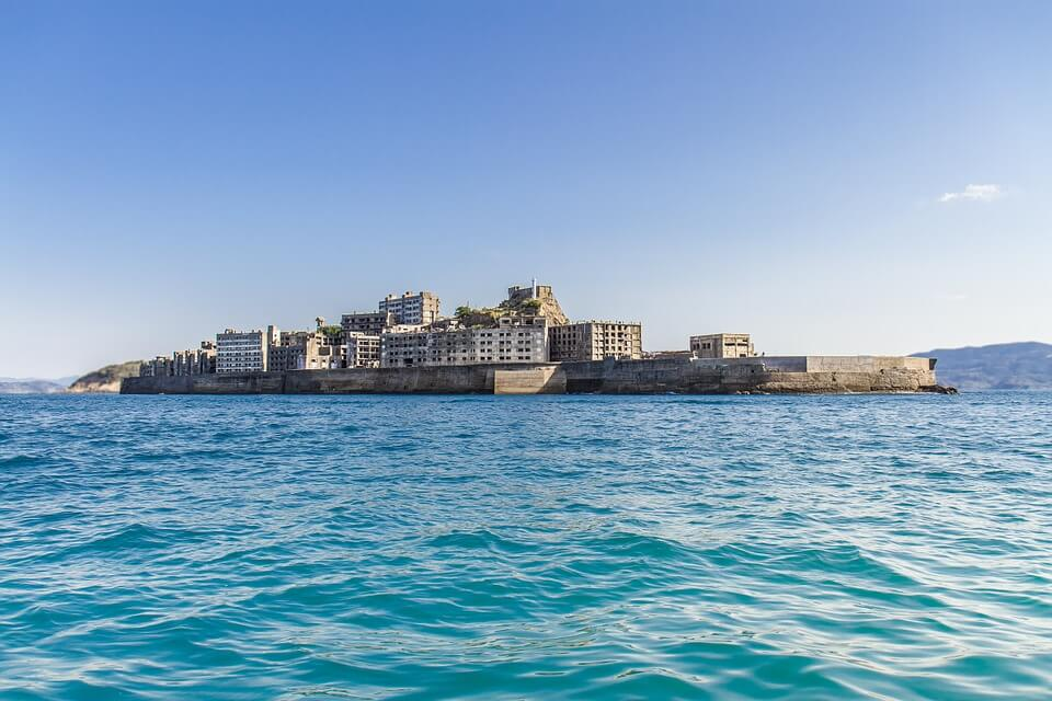 ile d'hashima depuis la mer