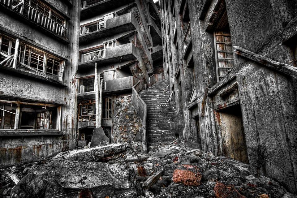 escaliers ruines lieu abandonné île abandonnée au japon