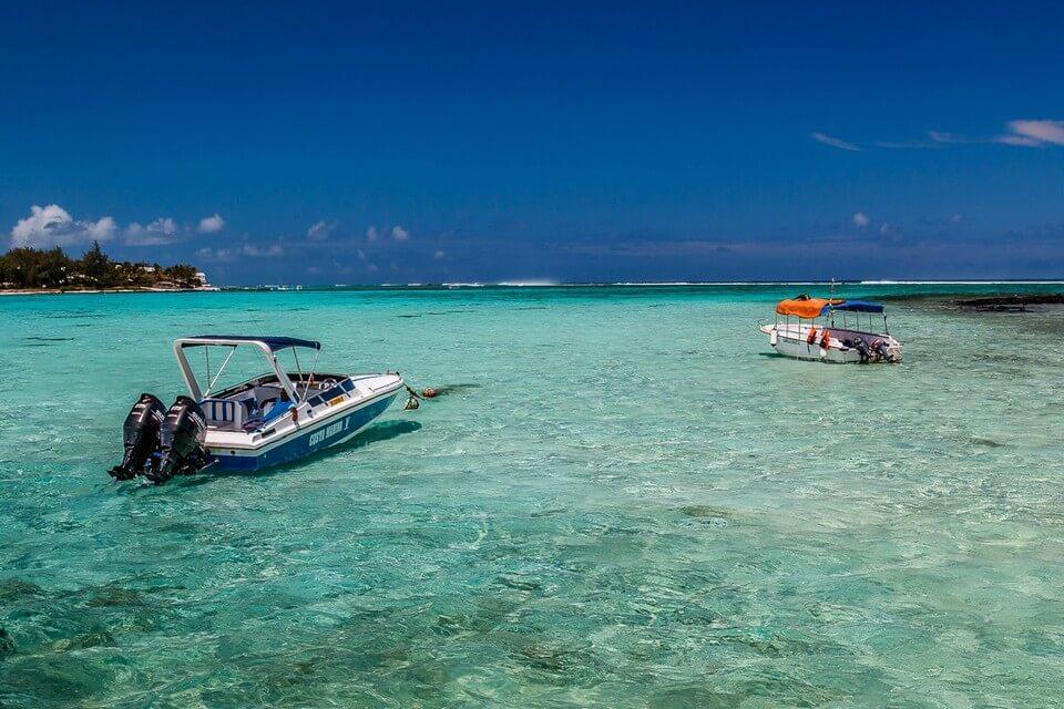 lagon transparent bateaux blue bay que faire à l'île Maurice ?