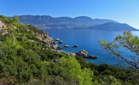paysage bleu et vert bord de mer voie lycienne randonnée en turquie