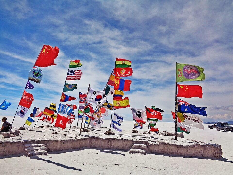 drapeaux entree du salar d'uyuni