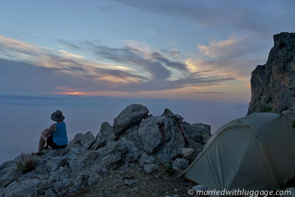 tente bivouac randonneur coucher de soleil voie lycienne randonnée en turquie