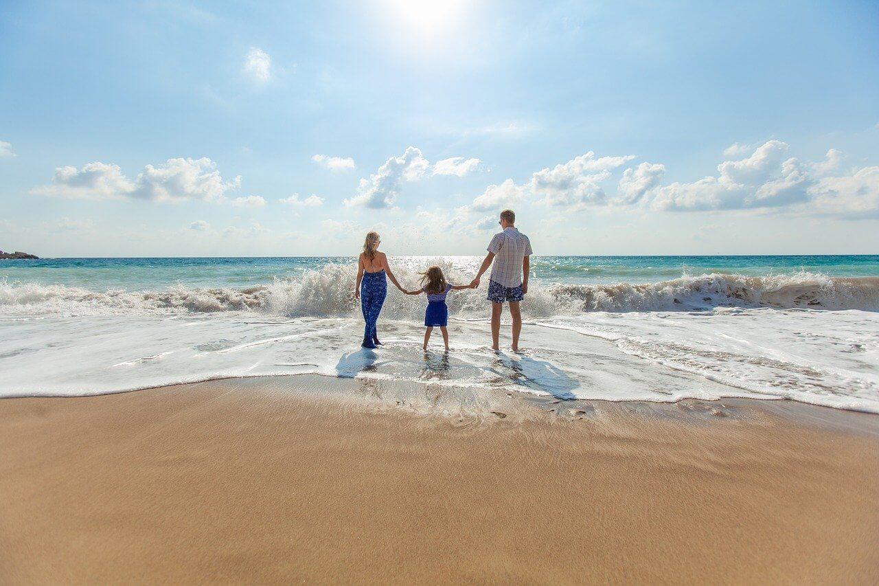 plage famille vague vacances en resort au maroc