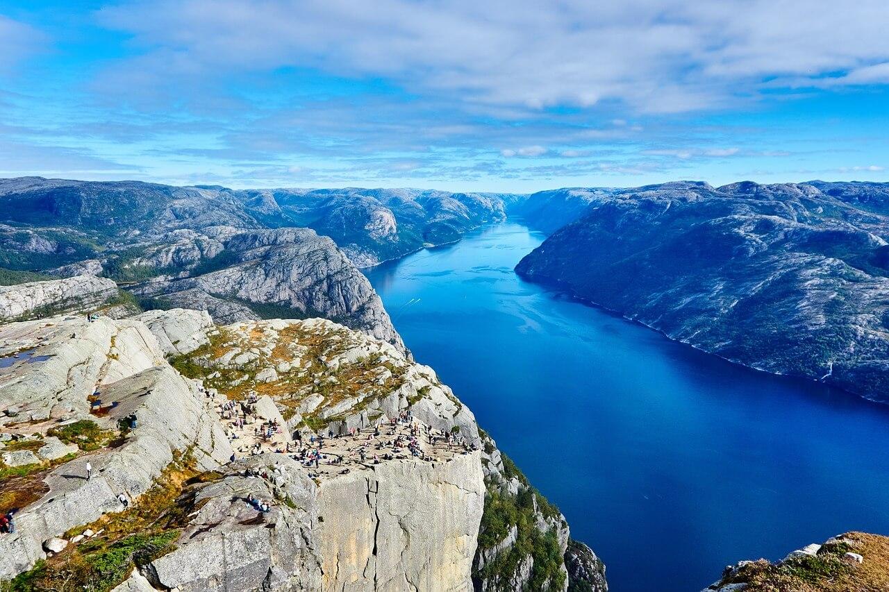 fjord norvege soleil de minuit en norvège