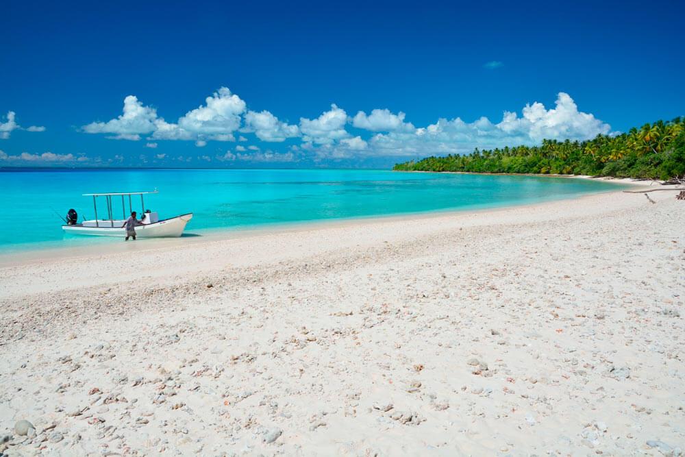 plage sable blanc mer turquoise pecheur visiter kiribati