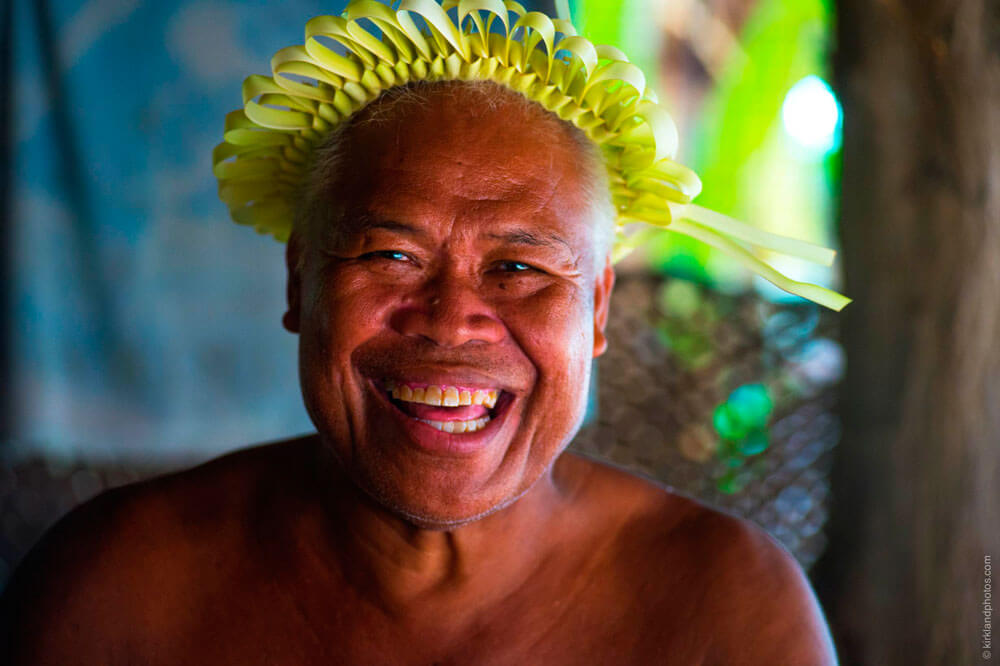 homme sourire population visiter kiribati