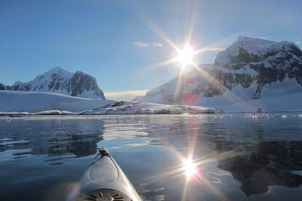 soleil de minuit en norvège kayak