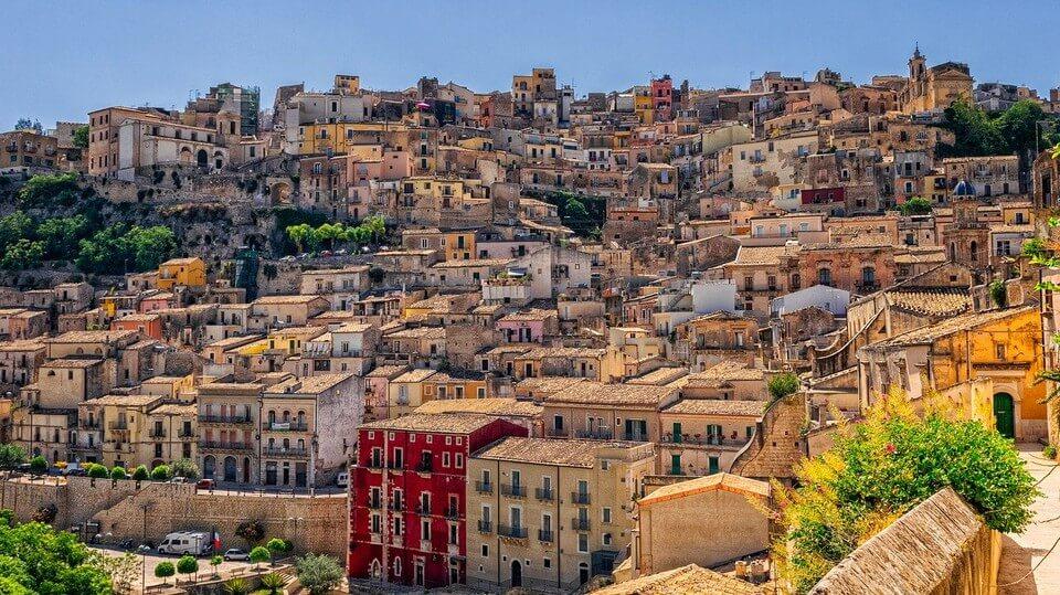 village sicile ou sardaigne