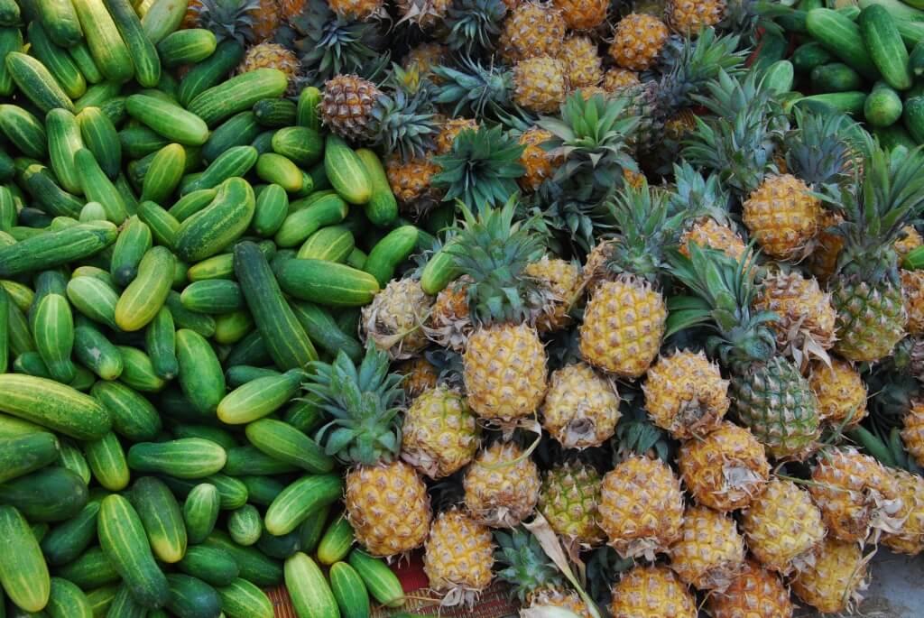 Les fruits tropicaux sont des sources de vitamines très appréciées au Cambodge. Ils sont consommés frais, cuisinés ou transformés en jus.