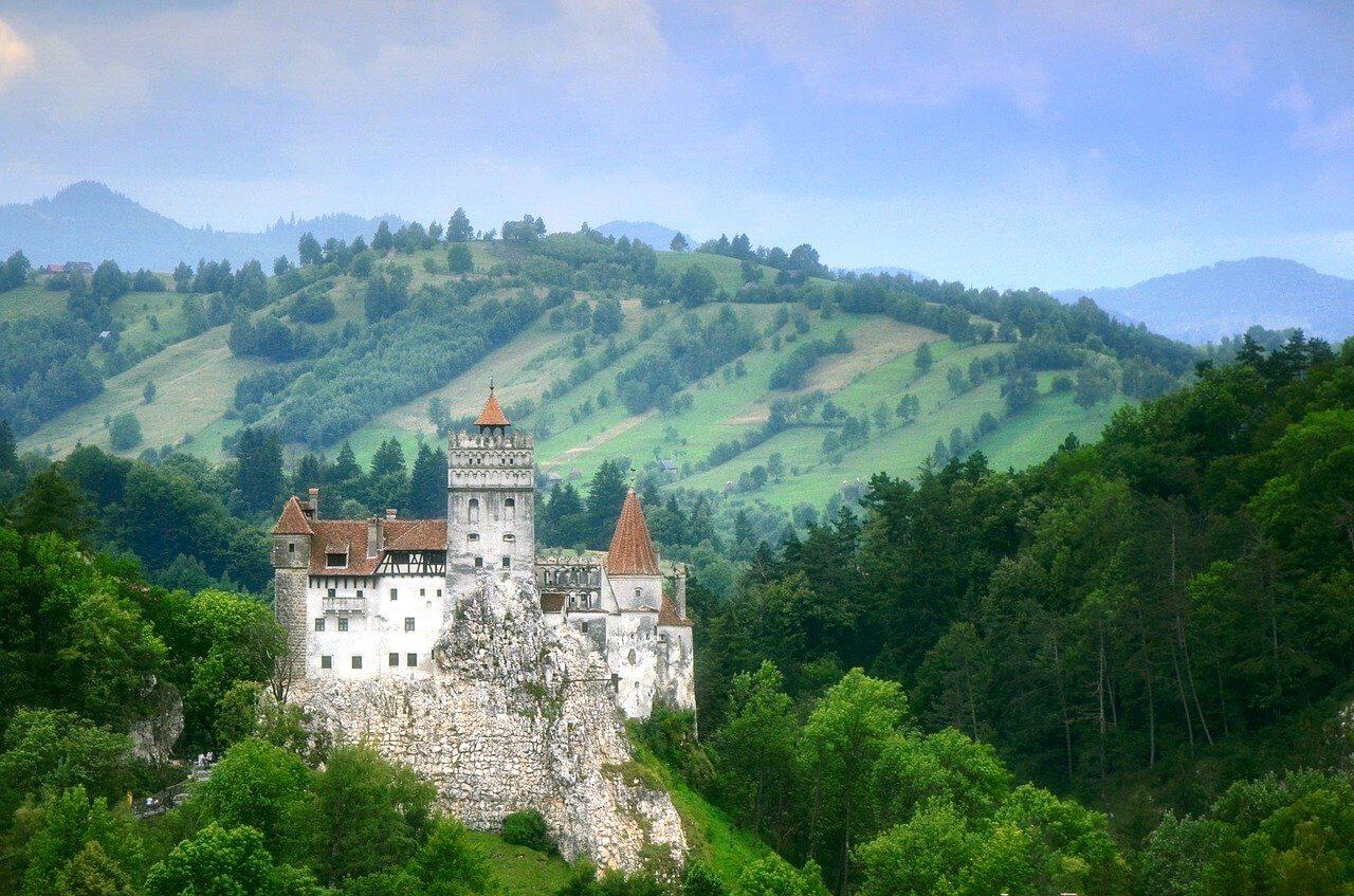paysage vert château de bran