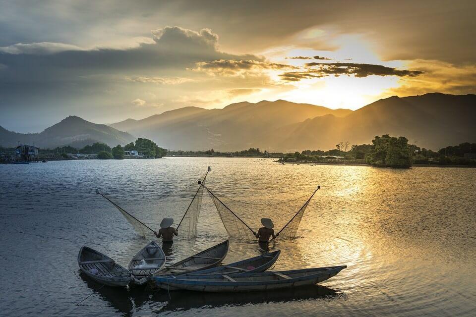 pecheurs remontée du mékong en bateau