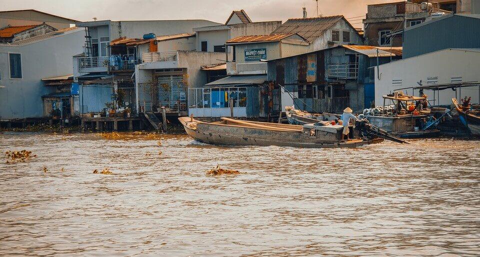 riviere maisons flottantes remontée du mékong en bateau
