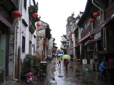 Pour plus d'authenticité, certains passionnés pourront même expérimenter un hébergement traditionnel chinois à Tuxni.