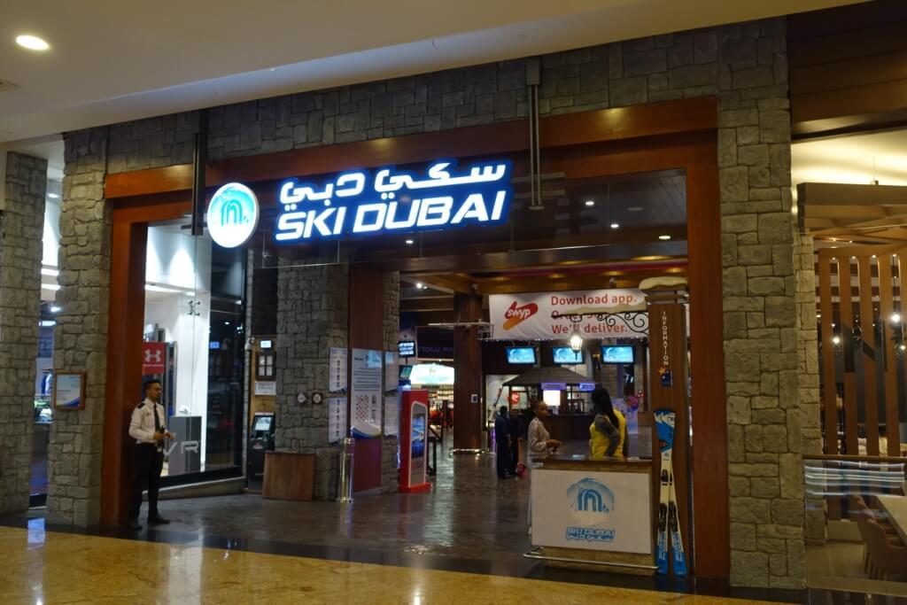 Depuis 2005, Ski Dubaï propose aux passionnés une piste de ski pour chaque niveau de difficulté, un espace pour le snowboard, la luge et même pour le bobsleigh.
