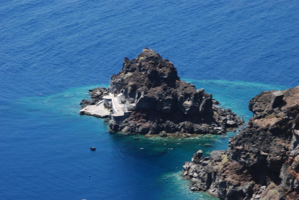 Agios Nikolaos : Agios Nikolaos Rock, Oia municipalitiy, Santorini, Cyclades, Greece