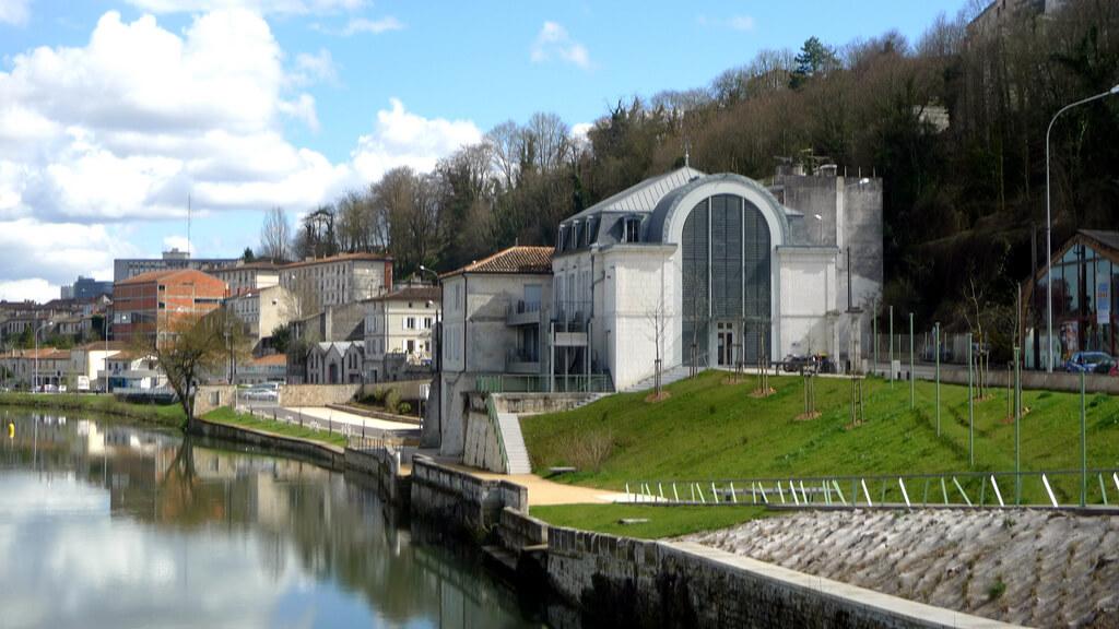 Angoulême (Charente) : bord du fleuve Charente (Angoulême,FR16)