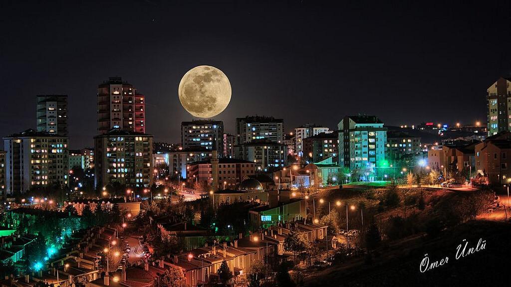 Ankara : Moon and city