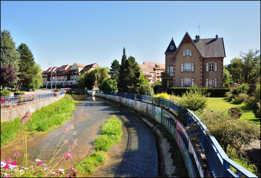 Franche-Comté : L'Allaine au centre de DELLE