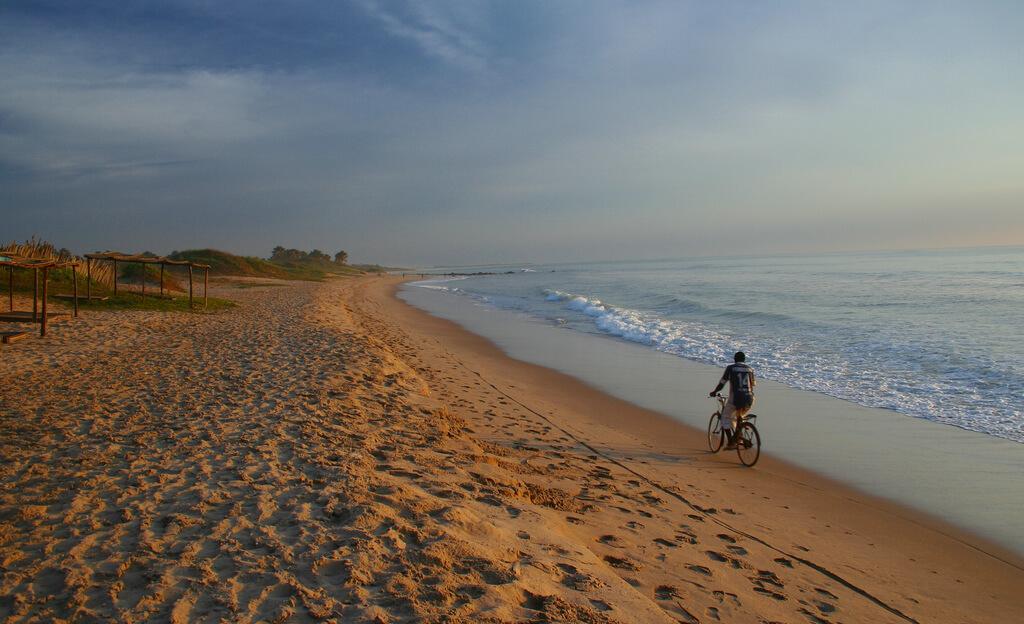 Gambie : Cyclist, Gunjur Gambia