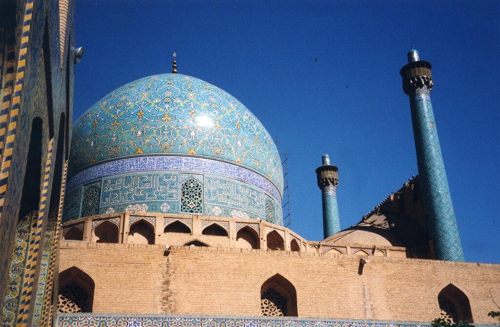 Ispahan : Iran - Ispahan - une des mosquées sur la Place royale. mosque