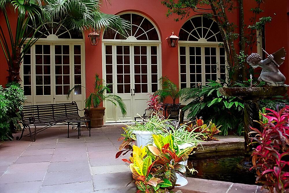 La Nouvelle Orléans : New Orleans - French Quarter Courtyard