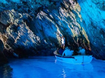 La grotte bleue de Bisevo