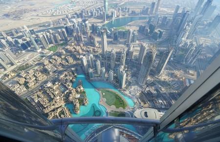 Photo de : Monter dans la plus haute tour du monde à Dubaï
