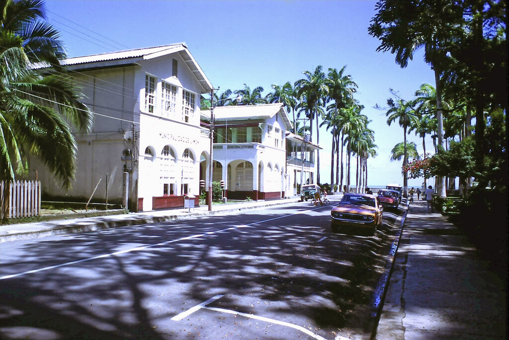 Puerto Limón : Government buildings at the affluent business end of Puerto Limon