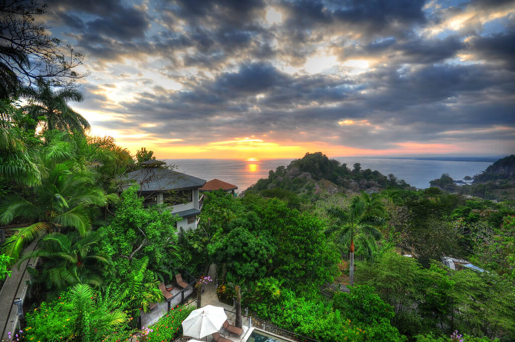 Quepos : HDR Sunset