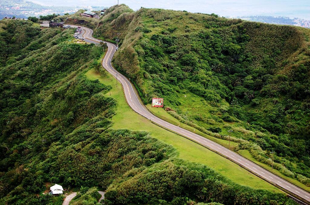 Tagaytay : the road to tagaytay highlandds