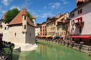 Annecy (Haute-Savoie) : Palais de l'Île et quais du Thiou à Annecy