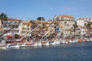Bandol : quai vieux port, pointus, bateaux de pêche, Bandol