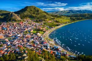 Bolivie : Ville de Copacabana au bord du lac Titicaca