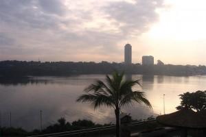 Côte d'Ivoire : Abidjan, Hôtel Ivoire et baie de Cocody