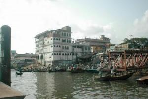 Dacca : Les pieds dans l'eau