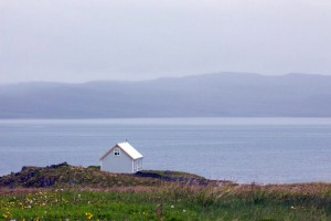 Islande : house on the cliff