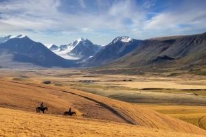 Kazakhstan : Paysage de montagne près de la ville d'Almaty au Kazakhstan
