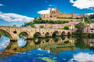 Languedoc-Roussillon : Vieux pont et cathédrale à Béziers
